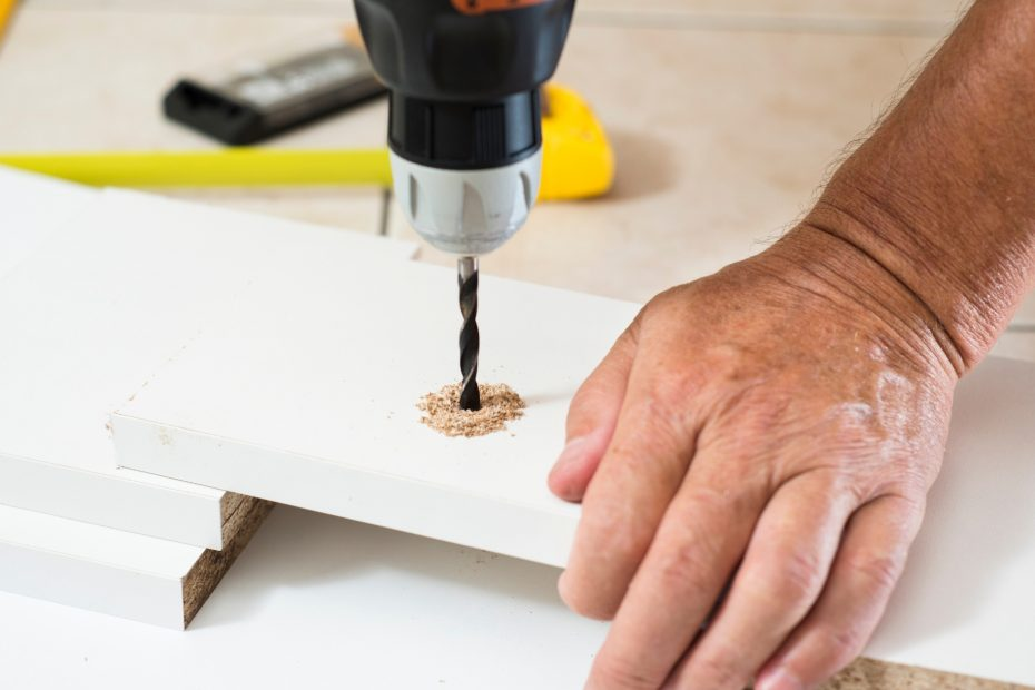 How to drill straight holes in wood